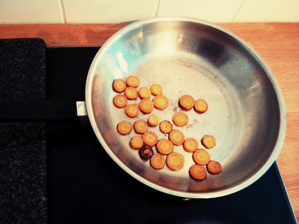 Wer findet das angebrannte Möhrchen? Lösungsvorschläge bitte an rubbelmama@rubbelbatz.de