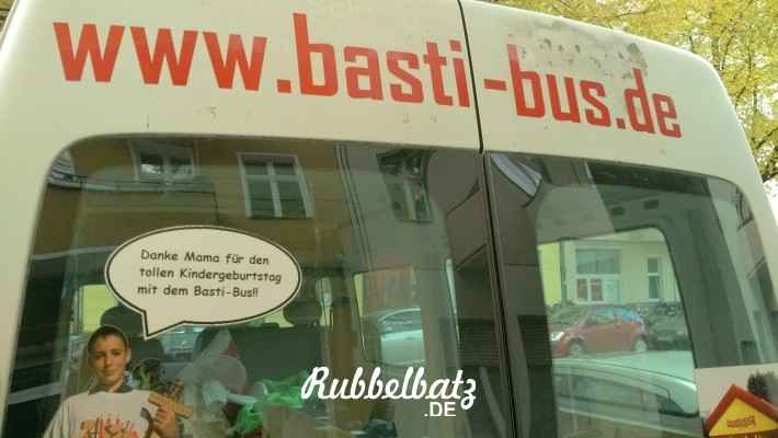 Auf dem Heimweg haben wir noch diesen Bus in der Lüderitzstraße entdeckt und hoffentlich kommen die Großen später mal nciht auf die Idee, mich zum Basti-Bus zu schicken!