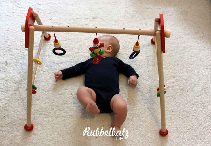 sinnvolles babyspielzeug ab 3 monate. Black Bedroom Furniture Sets. Home Design Ideas