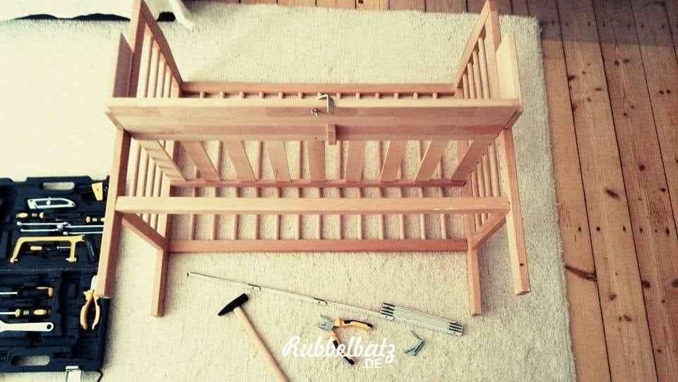 lieber familienbett bauen als baby ins beistellbett stecken. Black Bedroom Furniture Sets. Home Design Ideas
