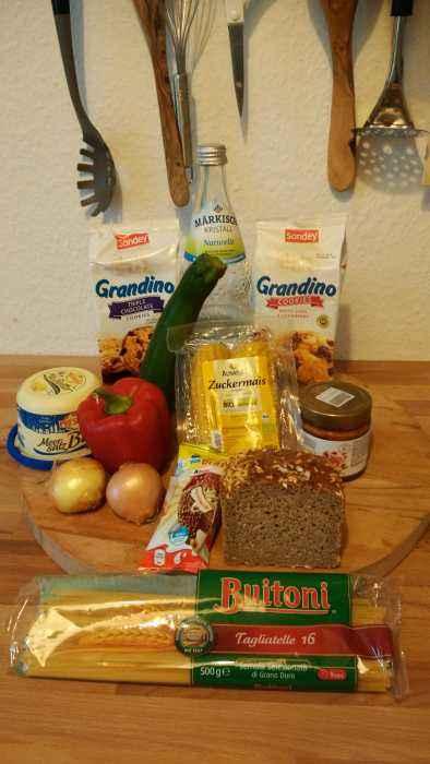 1. Richte alle Zutaten her, damit man erkennt, dass du auch in der Küche durchaus für MultiKulti gradestehst und keine Zutat aufgrund ihrer Geschmacksnuance ignorieren möchtest.