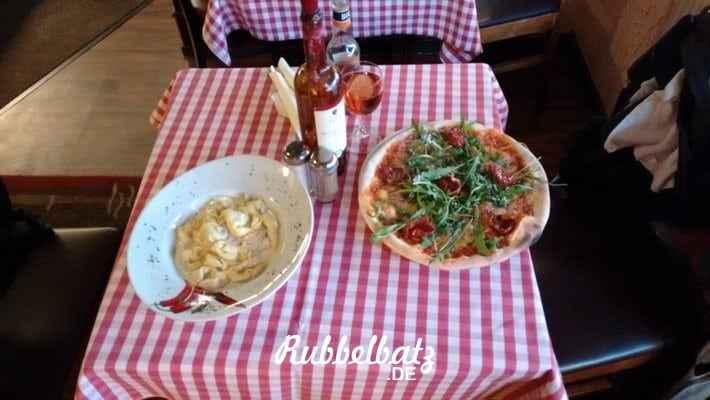 Regenschirm Mein 12. Januar in 12 Bildern  Berlin-Regen Mein 12. Januar in 12 Bildern  Pizza-essen-Baby Mein 12. Januar in 12 Bildern  Italiener Mein 12. Januar in 12 Bildern