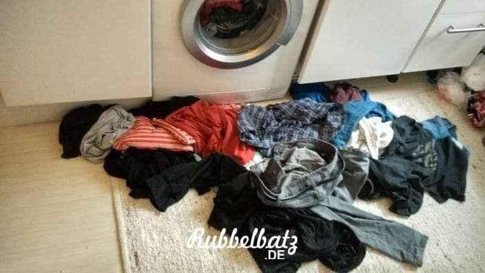 rubbelpapa-mit-rucksackbaby Wochenende in Bildern 30./31. Januar 2016  kleiderberg-vor-waschmaschine Wochenende in Bildern 30./31. Januar 2016