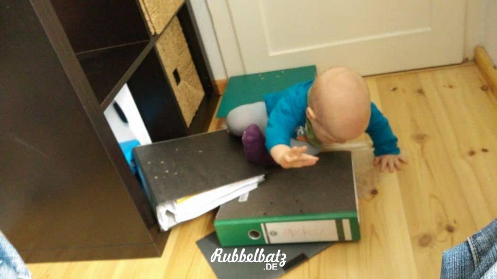 Baby macht Chaos in der Wohnung