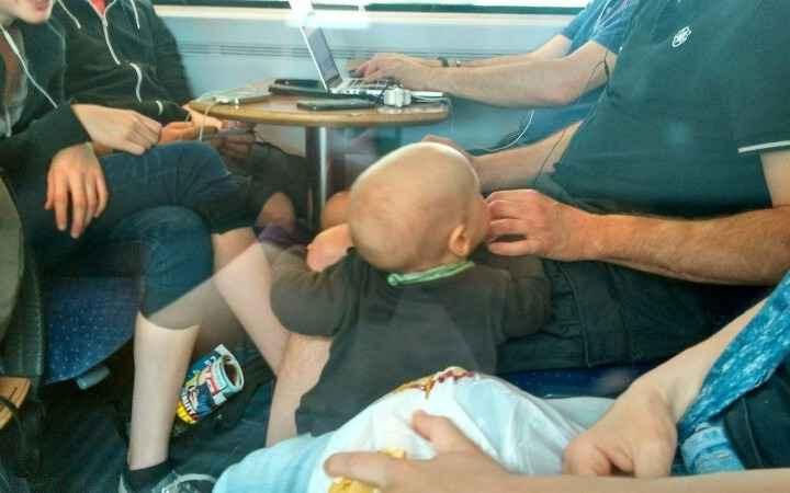 """Im zweiten Zug hatten wir ein """"normales"""" Abteil mit einer super lieben Familie."""