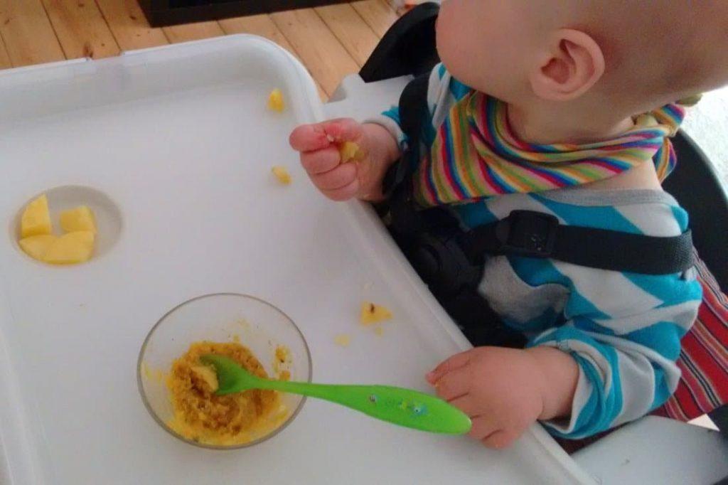 Und während wir gepennt haben, muss Mama was super leckeres gekocht haben: Kartoffeln und indisches Dal.