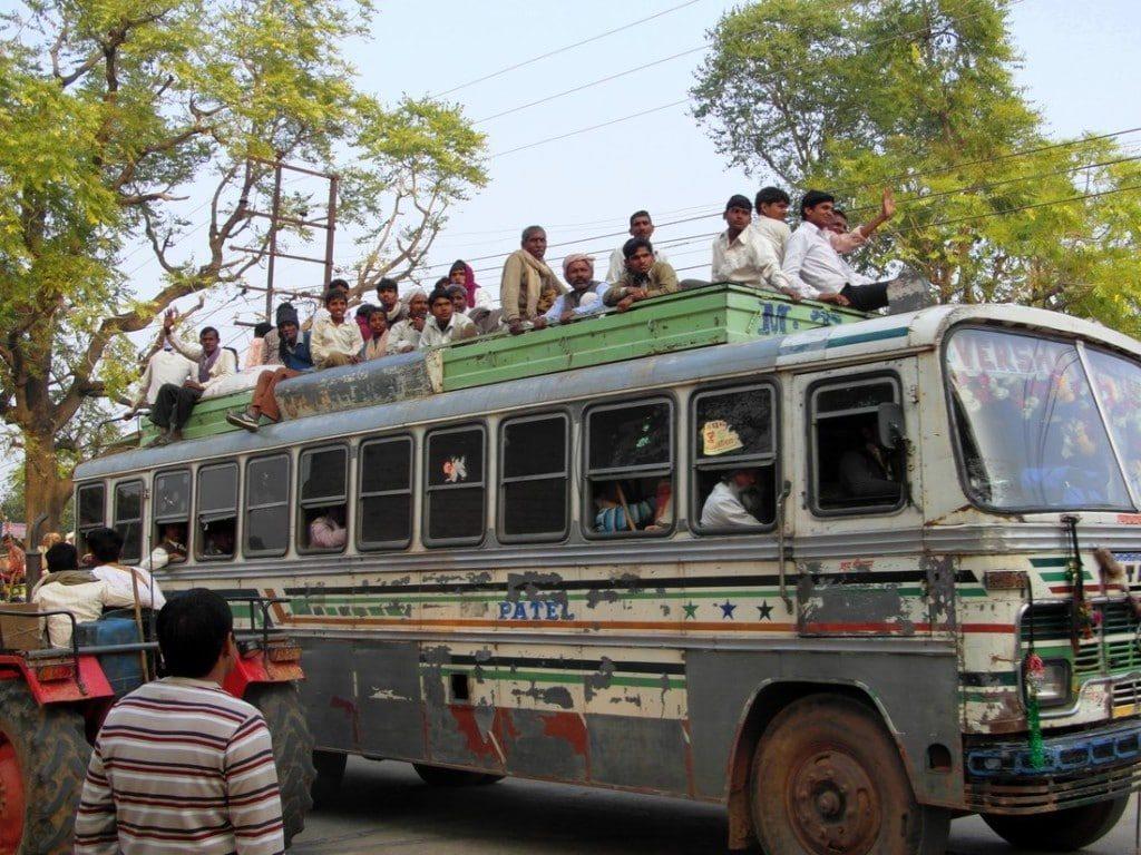 Bus Berge und Meer Indien