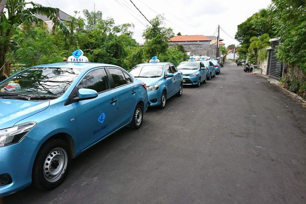 bluebird taxi auf insel bali