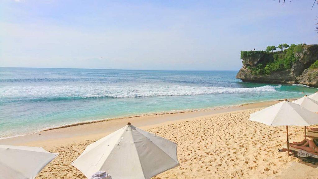 wunderschöner strand auf bali