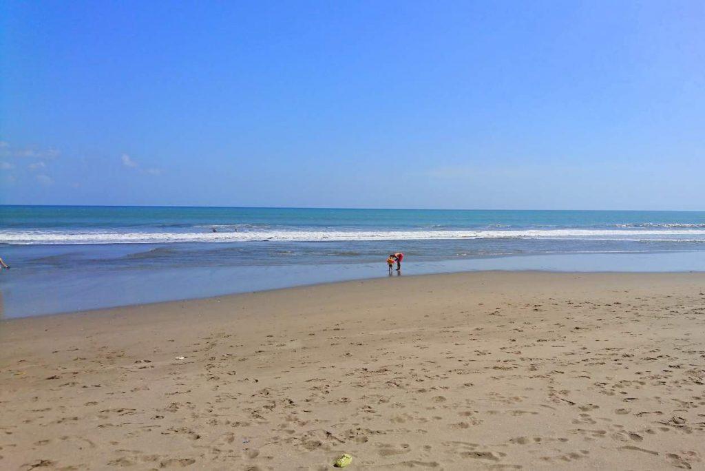 Pantai Batu Bolong Beach in Canggu zum Surfen und Baden