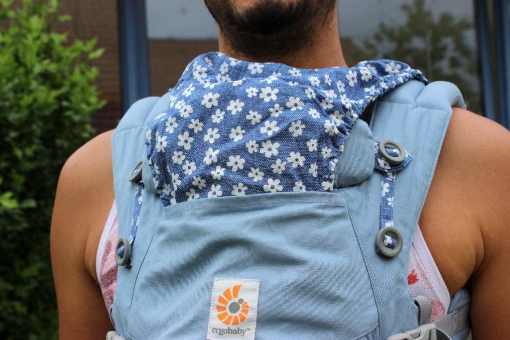 Regenschutz und Sonnenschutzfunktion der Ergobaby Omni 360 Babytrage