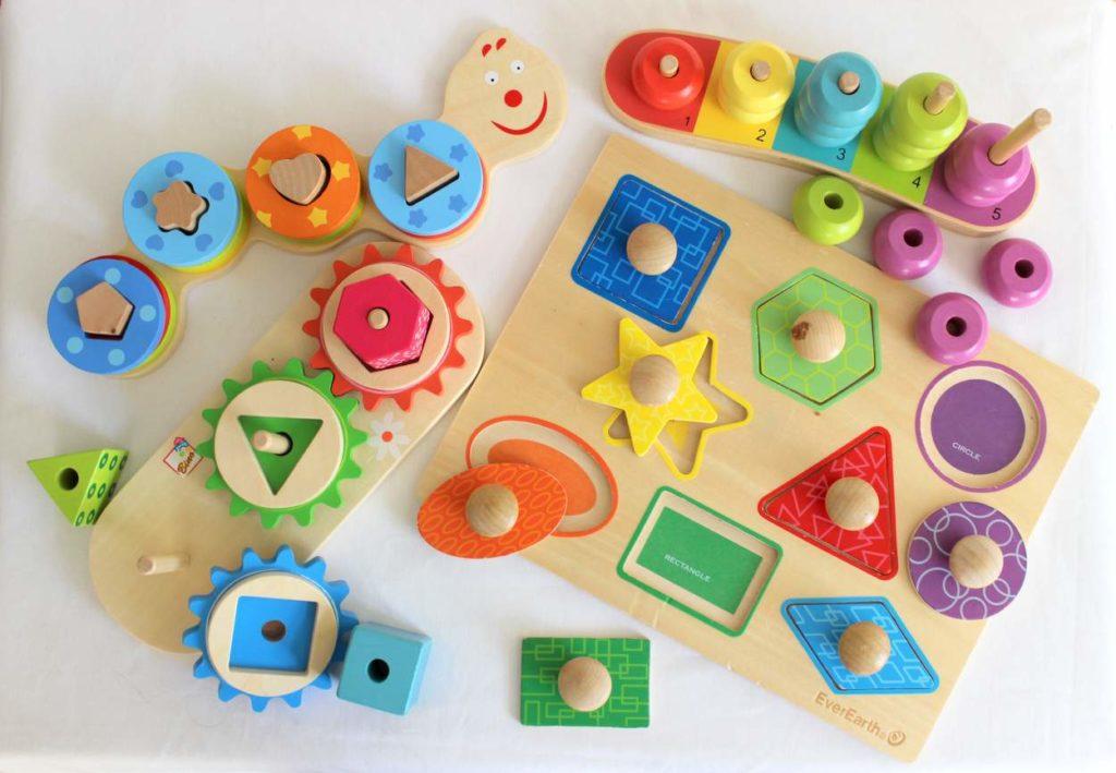 Buntes Montessori Steckspielzeug für Kleinkinder