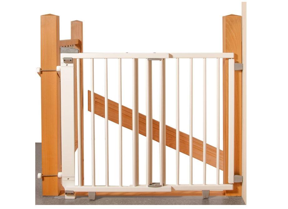 Treppenschutzgiiter aus Holz an Holztreppe