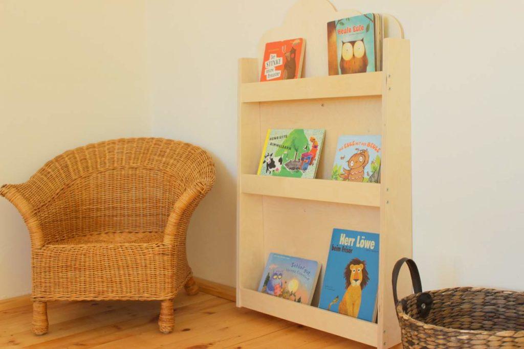 montessori-buecherregal-einrichtung-kinderzimmer